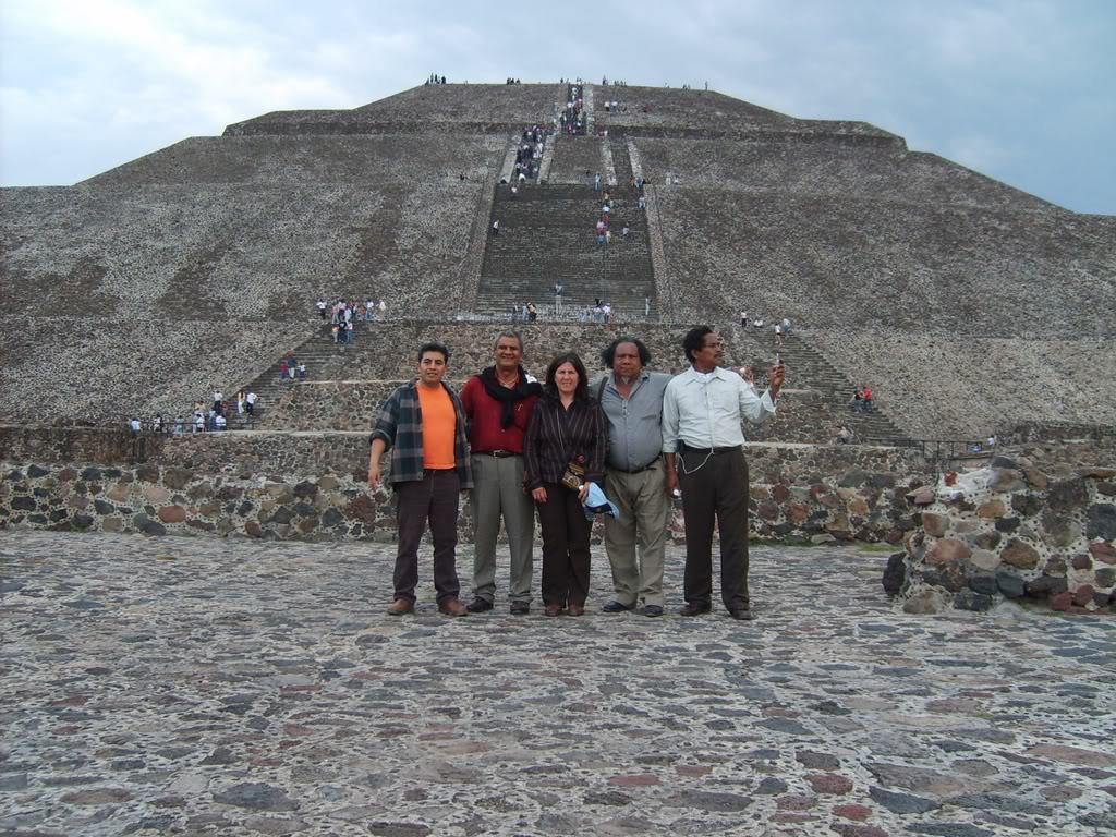 En Mexico junto a las pirámides